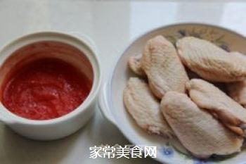 番茄酱焖鸡翅的做法步骤:1