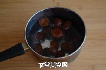 红焖栗子鸡的做法步骤:1