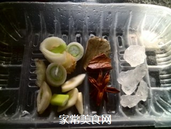 红烧鸡翅的做法步骤:2