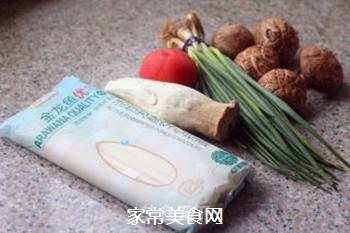 菌菇汤面的做法步骤:1