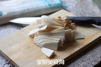 菌菇汤面的做法步骤:2