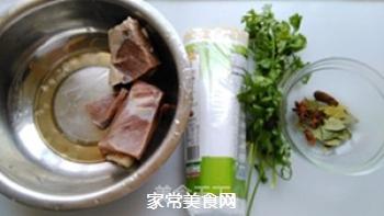 红烧牛肉面的做法步骤:1