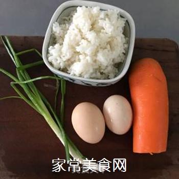 葱油蛋炒饭的做法步骤:2