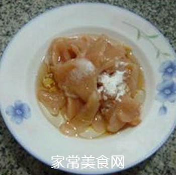 香干圣女果炒鸡胸肉的做法步骤:5
