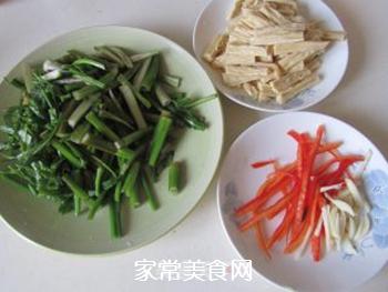 腐竹炒芹菜的做法步骤:1