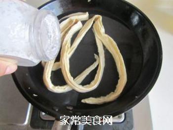 腐竹炒芹菜的做法步骤:2
