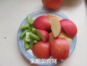 苹果蔬菜汁的做法步骤:3