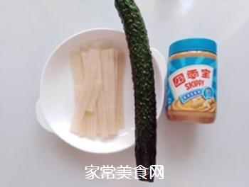 花生酱黄瓜拌粉皮的做法步骤:1