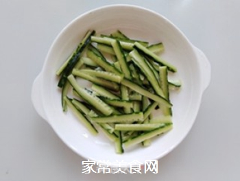 花生酱黄瓜拌粉皮的做法步骤:4