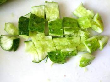 花生米拌黄瓜的做法步骤:2