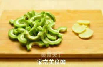 苦瓜黄豆猪骨汤的做法步骤:3