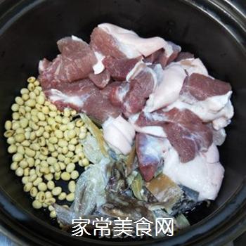 墨鱼苦瓜肘肉汤的做法步骤:5