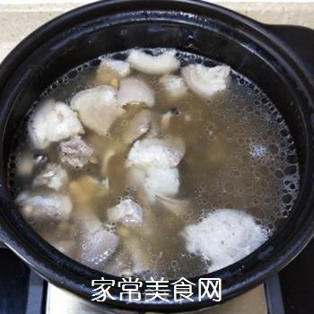 墨鱼苦瓜肘肉汤的做法步骤:7