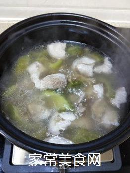 墨鱼苦瓜肘肉汤的做法步骤:9