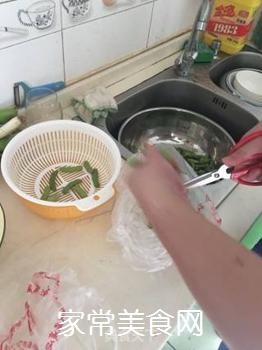 毛豆花生的做法步骤:2