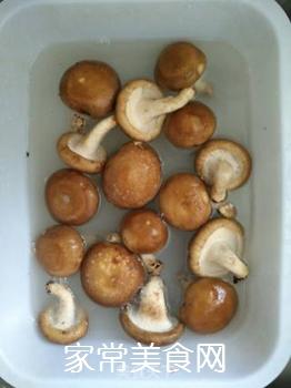 素炒香菇芹菜的家常做法