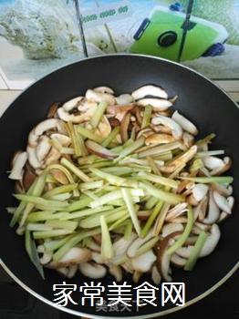 素炒香菇芹菜的做法步骤:9