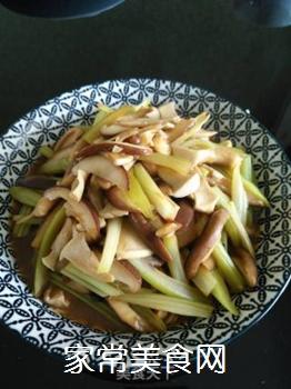 素炒香菇芹菜的做法步骤:11