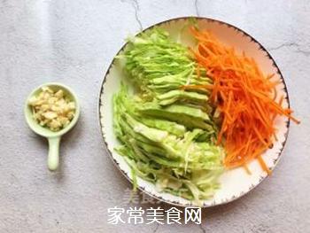 凉拌粉丝包菜的做法步骤:2
