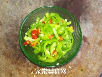 凉拌辣椒圈的做法步骤:2
