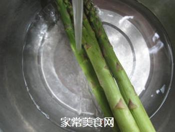 蚝油芦笋的做法步骤:2