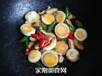 香菇辣椒炒鸡蛋的做法步骤:12