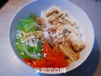 西芹拌腐竹的做法步骤:6