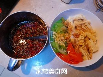 西芹拌腐竹的做法步骤:7