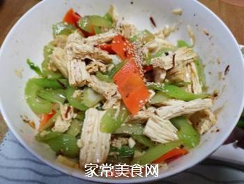 西芹拌腐竹的做法步骤:9