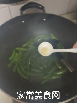 素炒甜豆的做法步骤:3