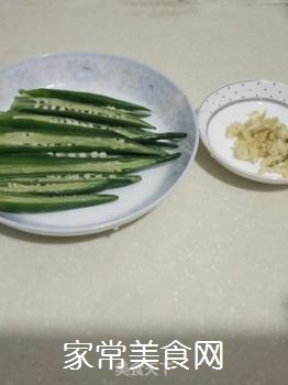 蒜香秋葵的做法步骤:1