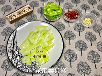 青椒炒笋片#下饭菜的做法步骤:2