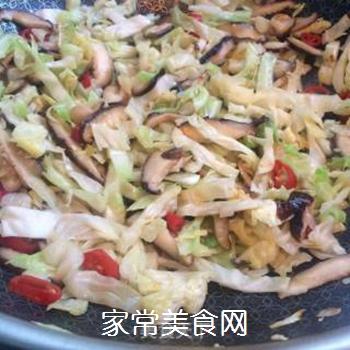 干香菇炒包菜的做法步骤:8