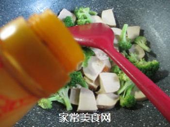 西兰花炒小素鸡的做法步骤:5