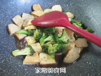 西兰花炒小素鸡的做法步骤:8