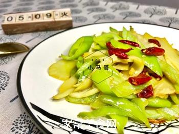 青椒炒笋片#下饭菜的做法