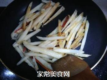 韭菜花炒藕条的做法步骤:5