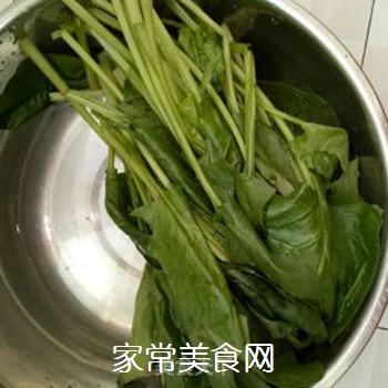 凉拌菠菜的做法步骤:1