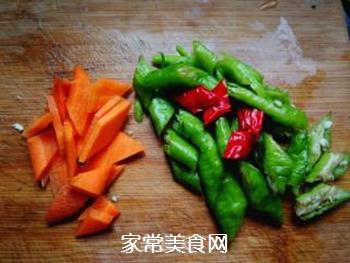 尖椒烧豆腐的做法步骤:2