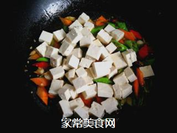尖椒烧豆腐的做法步骤:7