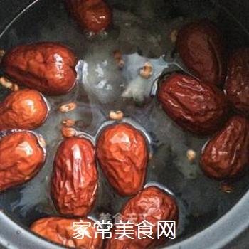银耳红枣水果粥的做法步骤:4