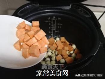 红薯莲子红豆汤的做法步骤:6