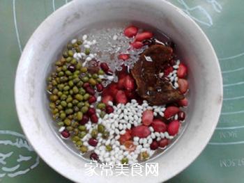 酸甜甘润的陈皮梅花生粥的做法步骤:2