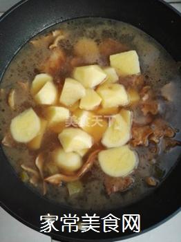 土豆蘑菇炖排骨#御寒美食#的做法步骤:8
