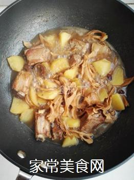 土豆蘑菇炖排骨#御寒美食#的做法步骤:10
