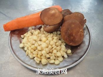 鸡丁玉米的做法步骤:2