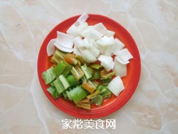 五彩蔬菜肉串的做法步骤:2