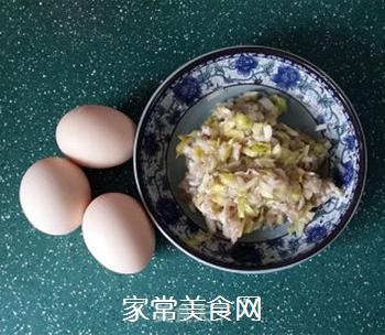 烩蛋饺的做法步骤:1