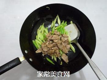 芹菜炒肉片的做法步骤:11