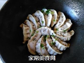 猪肉白菜锅贴的做法步骤:11